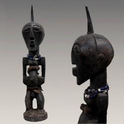 Belle et ancienne statuette Songyé