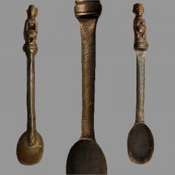 Cuillère Léga du Bwami ancienne en bronze