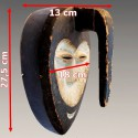 Masque Kwélé avec une corne sur le visage