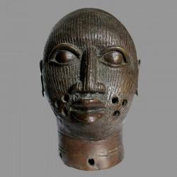 Tête reine du Bénin ancienne en bronze