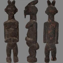 Ancienne statuette Mambila Kaka patine croûteuse