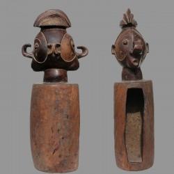 Tambour Yaka Nkoko Ngombo ancien de devin