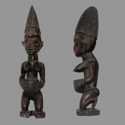 Porteuse de coupe Yoruba à genoux