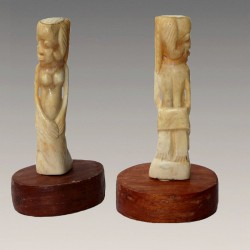 Figure d'ancetre en corne sculptee