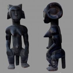 Statuette femme fang Mvai coiffe a cornes